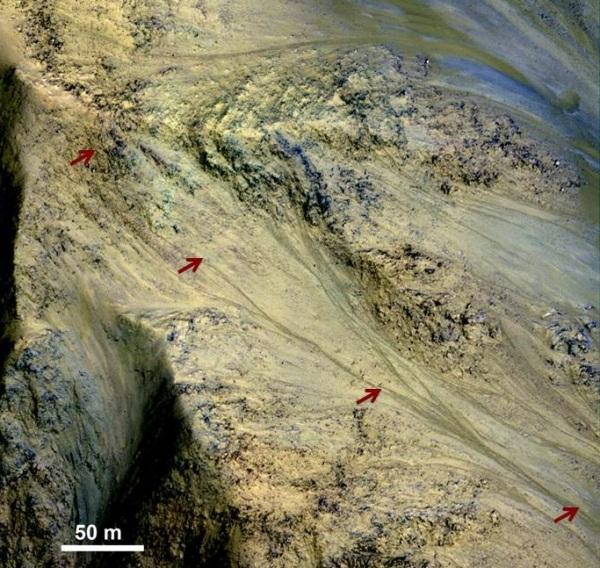 Канавы на поверхности Марса, образованные соленой водой