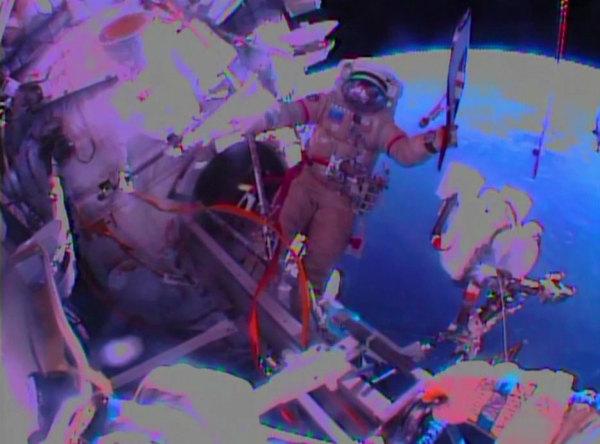 Передача Олимпийского факела в открытом космосе