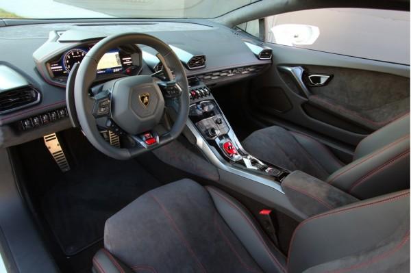 Интерьер Lamborghini Huracan