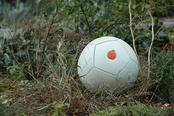 Футбольный мяч Soccket, вырабатывающий электричество
