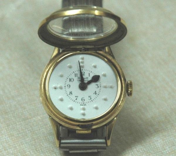 Классические часы с Брайлевским шрифтом