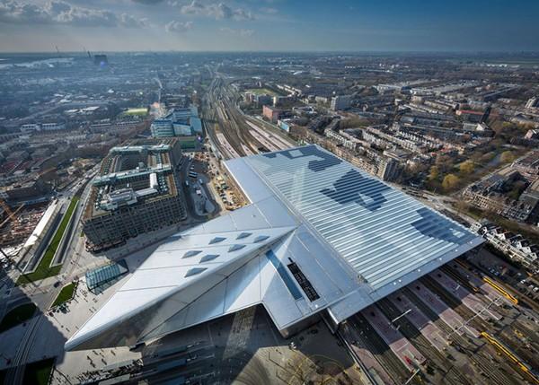 Солнечная реконструкция железнодорожного вокзала в Роттердаме. Источник фото: Dezeen
