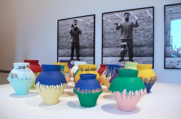 Китайские вазы от Аи Вэйвэя. Источник фото: artsouthflorida.wordpress.com