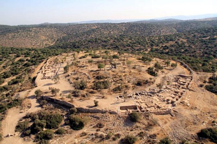 Археологические раскопки древнего города Хирбет-Киафа