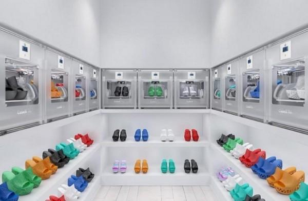Напечатанная на принтере коллекция дизайнерской обуви