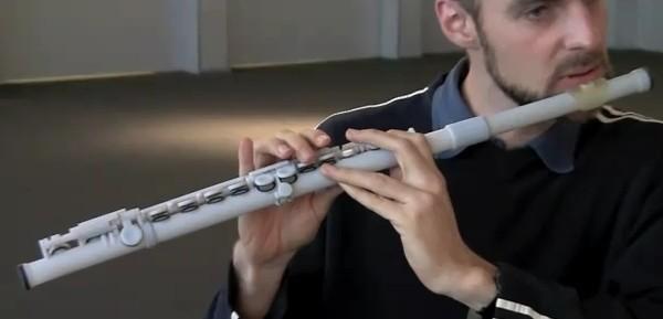 Напечатанная на 3D-принтере флейта Objet Connex500