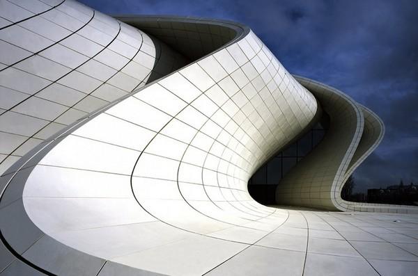 Центр Гейдара Алиева от Захи Хадид – лучшее в мире здание
