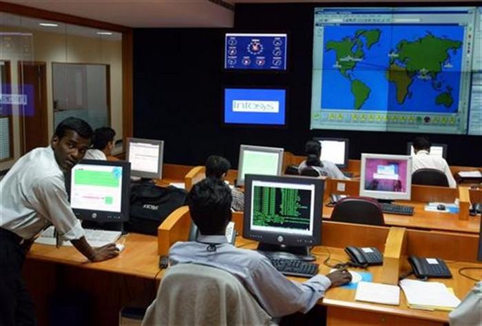 Сотрудники компании Infosys на рабочем месте