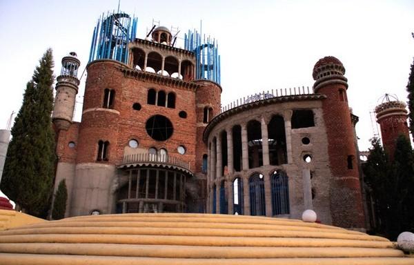 Собор из мусора в Мадриде. Источник фото: allmyfriendstravel.com