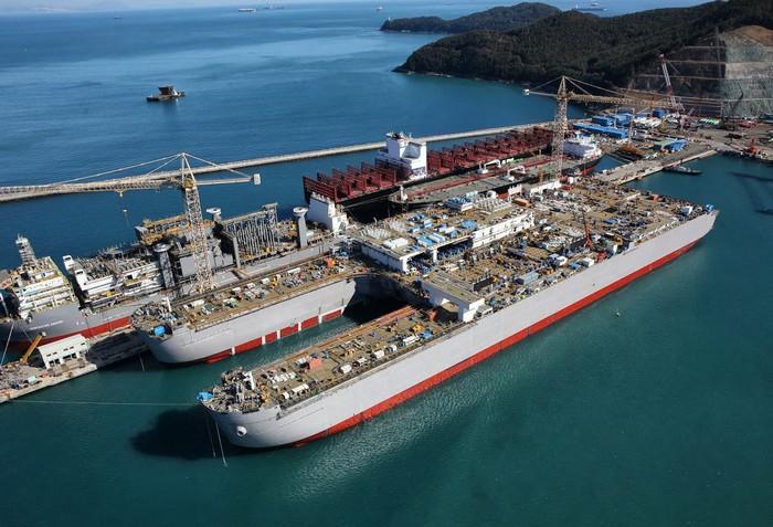 Строительство рекордно большого судна Pieter Schelte