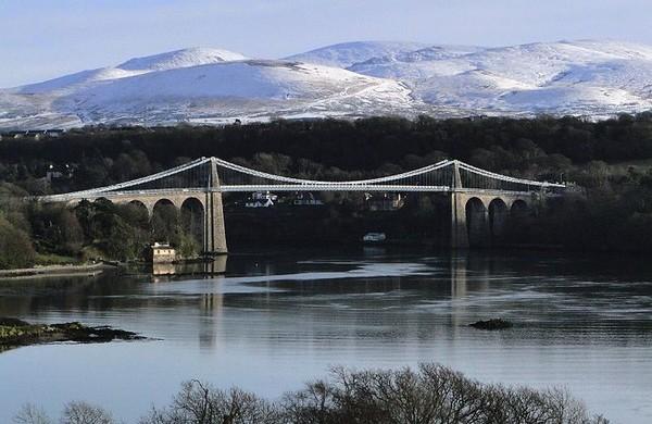 Висячий мост через Менай, Уэльс, Великобритания
