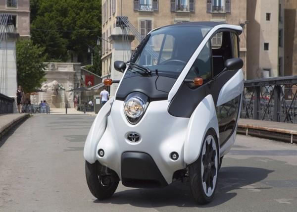 Toyota i-ROAD – трехколесный французский общественный автомобиль