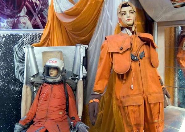 Скафандры Гагарина и Леонова в музее Артека. Источник фото: suntime.com.ua