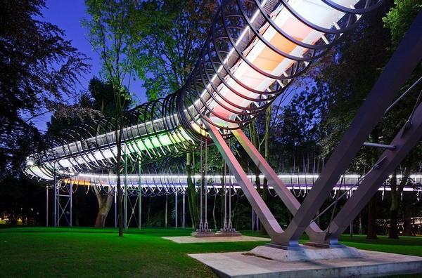 Спиральный мост Slinky Springs To Fame. Источник фото: architecture.kupitedom.com