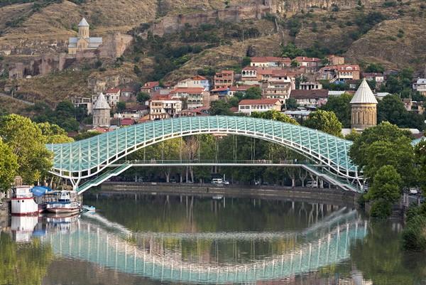 Мост Мира в Тбилиси. Источник фото: nnm.me