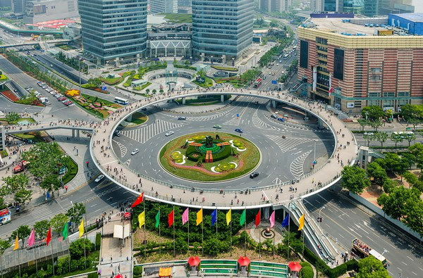Круговой пешеходный мост в Шанхае. Источник фото: fresher.ru