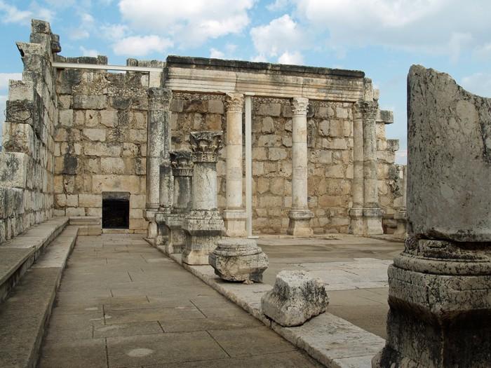 Руины Белой Синагоги в городе Капернаум