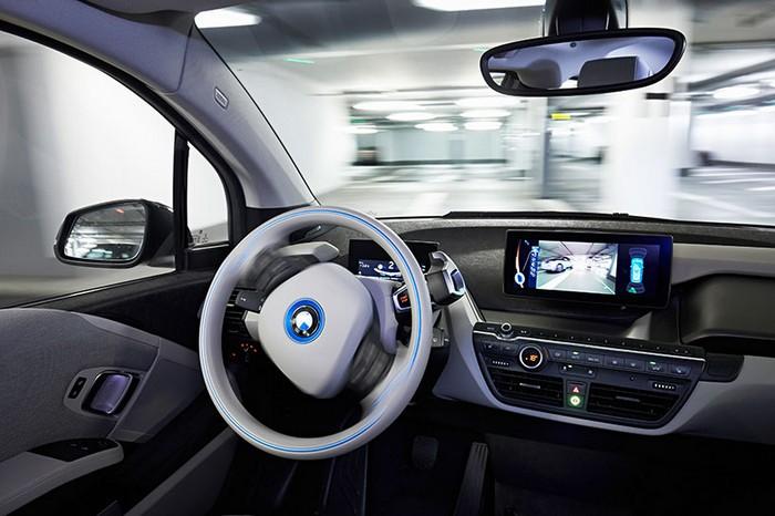 Remote Valet Parking – система полностью автоматической парковки от BMW