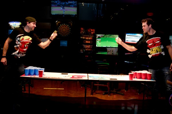 Пивной пинг-понг – самая популярная алкоигра. Источник фото: Teeaddicts.com