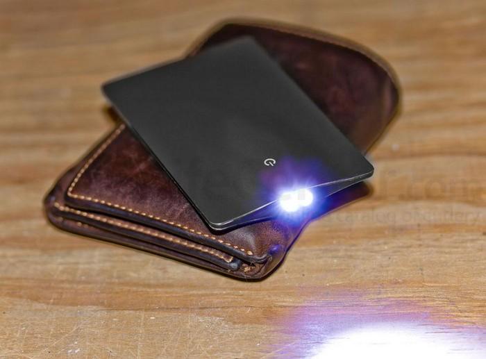 EON/C – фонарик размером с кредитную карту