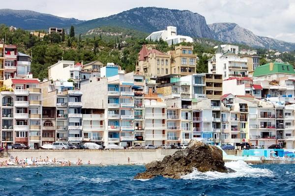 Поселок Санта Барбара в Крыму. Источник фото: crimee.com.ua