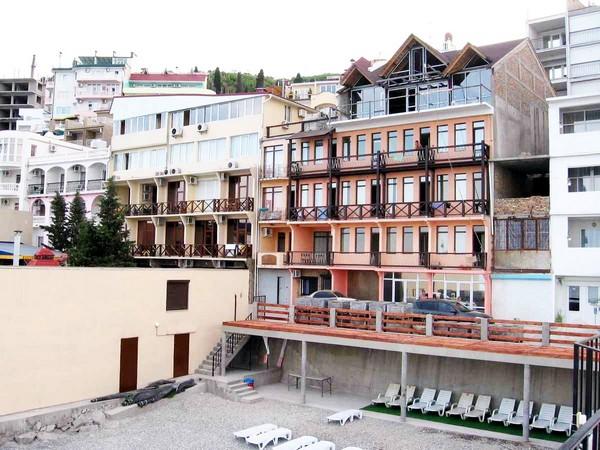 Поселок Санта Барбара в Крыму. Источник фото: hollywood-hotel.com.ua