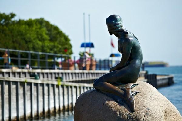 Русалочка в Копенгагене. Источник фото: yauhen-buzuk.livejournal.com