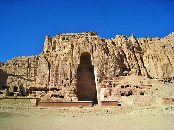 Бамианские статуи в Афганистане. Источник фото: forum.awd.ru