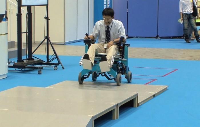 Инвалидное кресло-вездеход от Chiba Tech