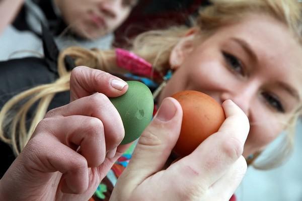 Христование - битва яйцами на Пасху. Источник фото: kolotiv.livejournal.com