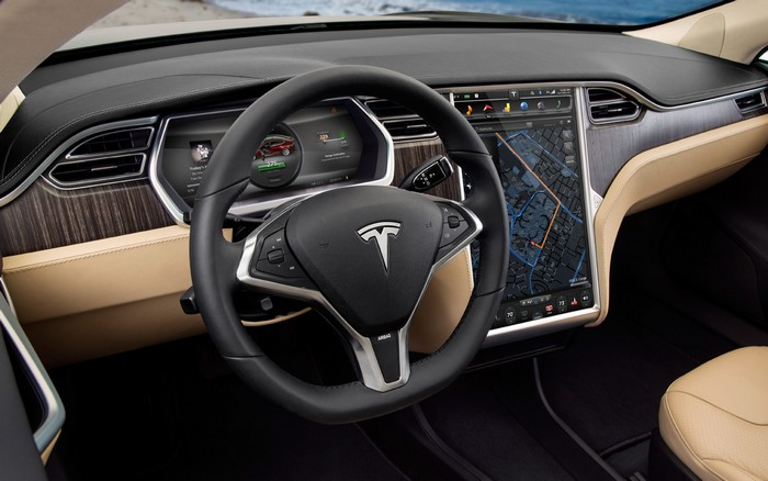 Электромобиль Tesla Model S, приборная панель