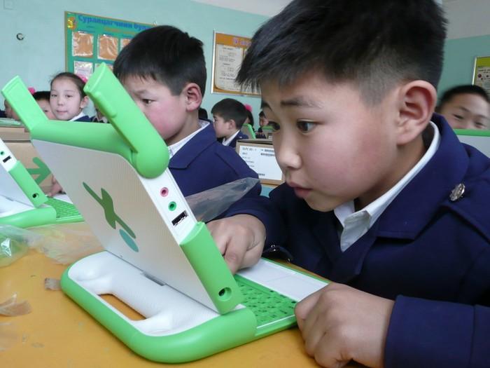 One Laptor per Child - другая благотворительная инициатива по организации доступа бедных детей к современным технологиям и Интернету