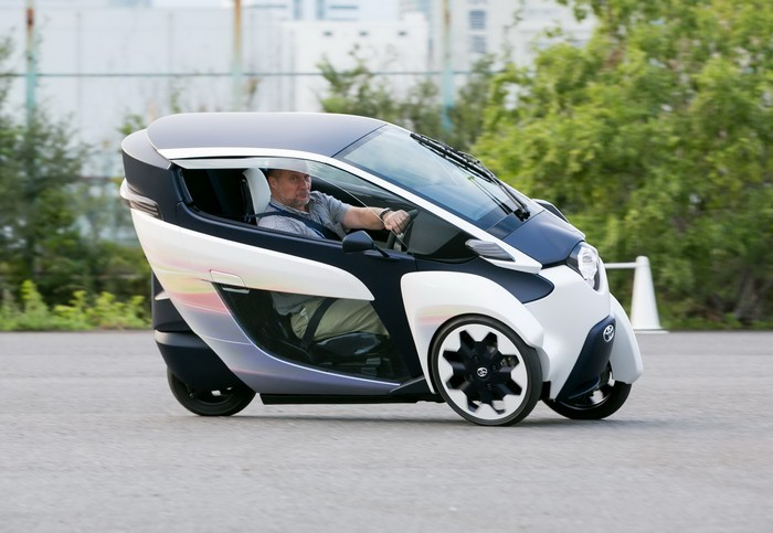 Toyota i-ROAD - ультракомпактный трехколесный электромобиль