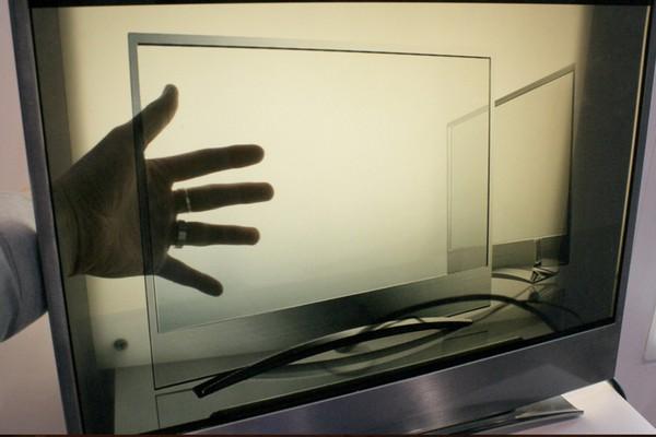 Демонстрация возможностей прозрачного монитора
