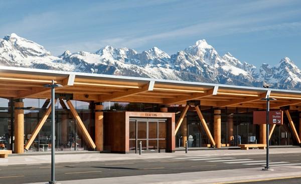 Деревянный аэропорт Jackson Hole Airport в Вайоминге. Источник фото: Matthew Millman