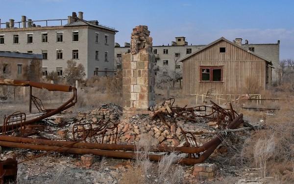 Поселок-призрак Кантубек на острове Возрождения.