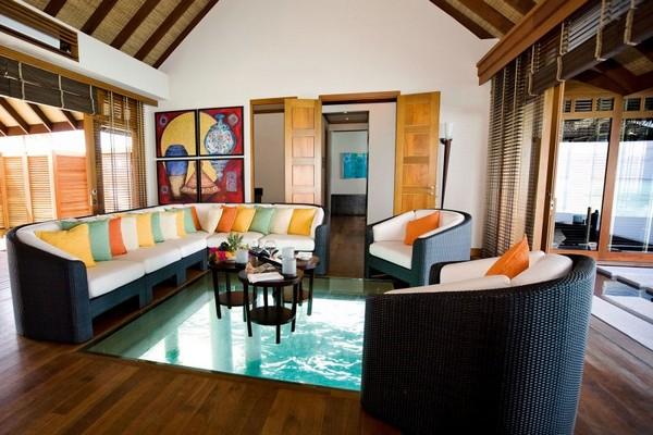 Стеклянный пол в отеле LUX* Maldives