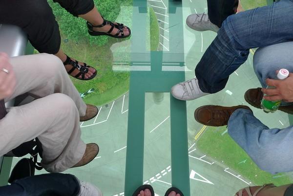 Стеклянный пол в кабинках канатной дороги Ngong Ping 360