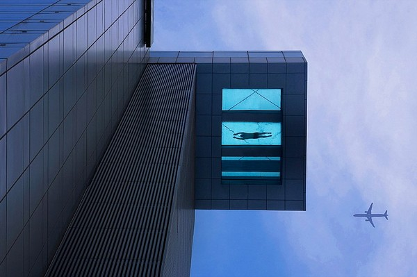 Летающий бассейн в отеле Holiday Inn в Шанхае