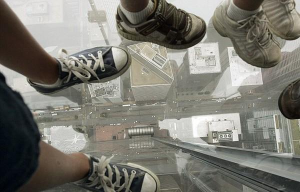 Стеклянный балкон в чикагском небоскребе Sears Tower