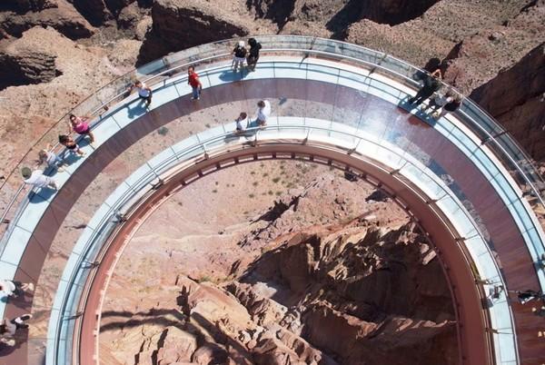 Смотровая площадка Grand Canyon Skywalk над Большим каньоном реки Колорадо