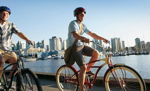 Велосипедисты на улицах Ванкувера