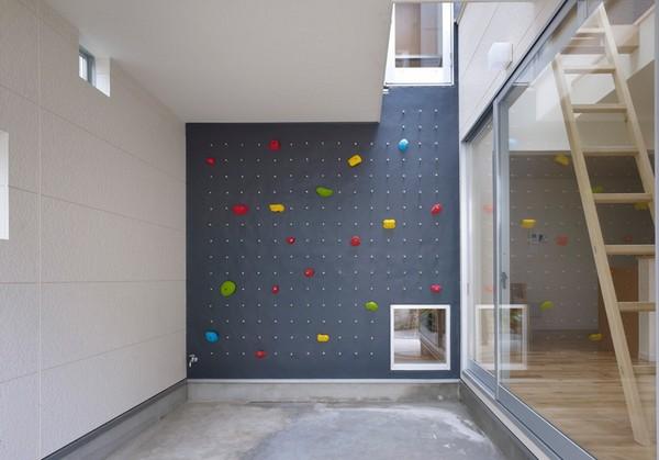 Домашняя стена для скалолазания