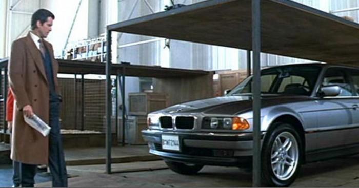 Автомобиль BMW 750iL. Завтра не умрет никогда, 1997 года