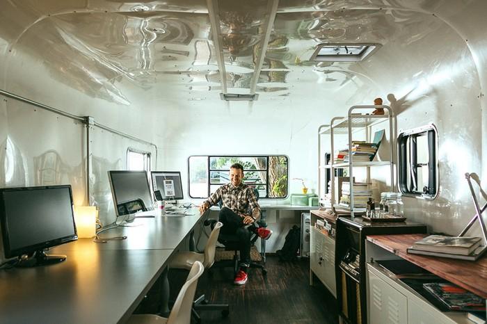 Трейлер – мобильная студия для дизайнера-фрилансера