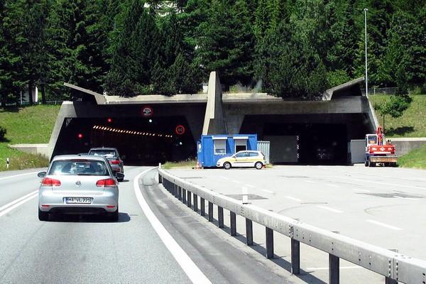 Портал в Готардский автомобильный тоннель. Источник фото: ru.infoglobe.cz