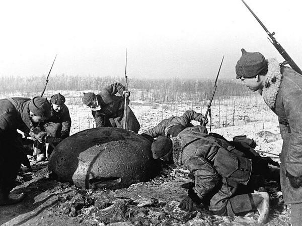 Советские солдаты заняли огневую точку финской армии. Источник фото: istpravda.ru