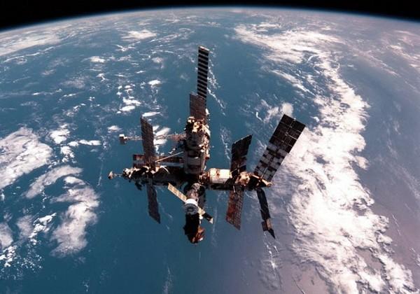 Орбитальная станция Мир в 1999 году. Источник фото: vasi.net