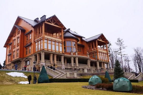 Резиденция Межигорье. Источник фото: perevozchik00.livejournal.com