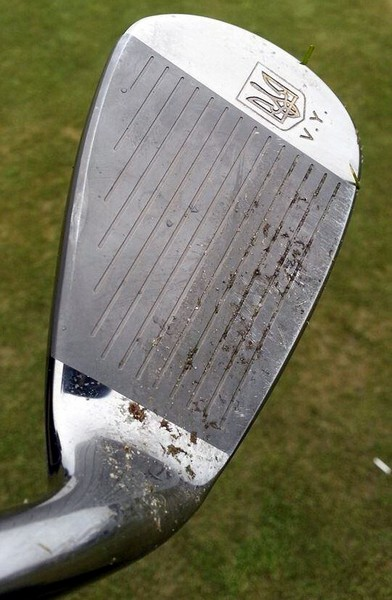 Клюшка для гольфа в резиденции Межигорье. Источник фото: zyalt.livejournal.com
